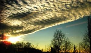 künstliche Wolkenformation